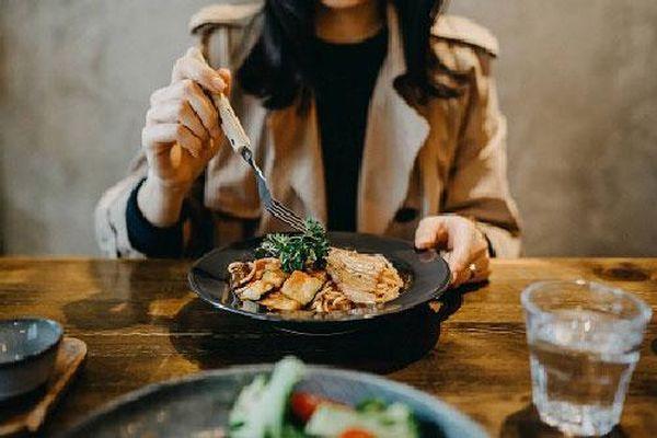 7 sai lầm trong ăn uống khiến phụ nữ chóng già, sức khỏe cũng giảm sút nhanh chóng
