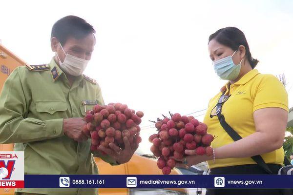 Quảng Ngãi hỗ trợ tiêu thụ vải thiều giúp nông dân Bắc Giang