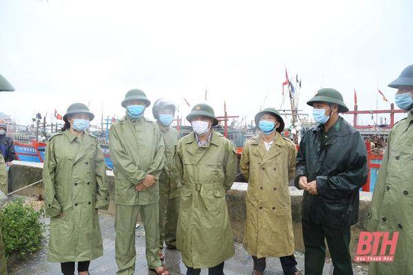 Phó Bí thư Thường trực Tỉnh ủy Lại Thế Nguyên kiểm tra công tác ứng phó với bão số 2 tại huyện Hoằng Hóa, Quảng Xương và TP Sầm Sơn
