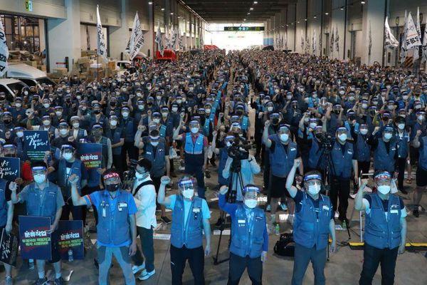 Hàng nghìn nhân viên giao hàng Hàn Quốc đình công vì làm việc quá sức
