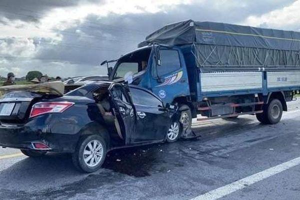 Tin giao thông đến sáng 14/6: Ô tô con tông trực diện xe tải khiến 3 người tử vong; hai xe máy va chạm, 1 người thiệt mạng