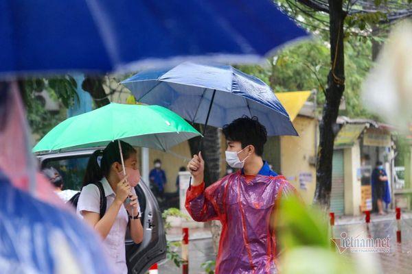 Kỳ thi lớp 10 Hà Nội 'trọn vẹn' dù khó khăn chưa từng có