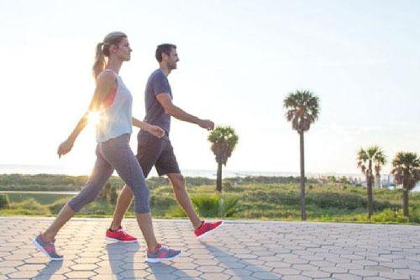 7 lợi ích tuyệt vời của việc đi bộ trước khi ăn sáng
