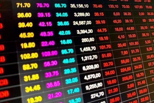 Ồ ạt tăng vốn có 'dội ngược' lại cổ phiếu ngân hàng?