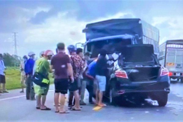 Hai ô tô đối đầu khiến 3 người chết: Xe con lấn làn gây tai nạn