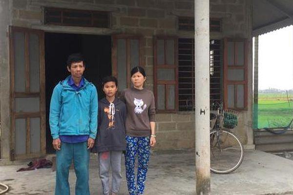 Xót xa hoàn cảnh bố bị câm điếc, mẹ bệnh tật nuôi con học giỏi ở Thừa Thiên Huế