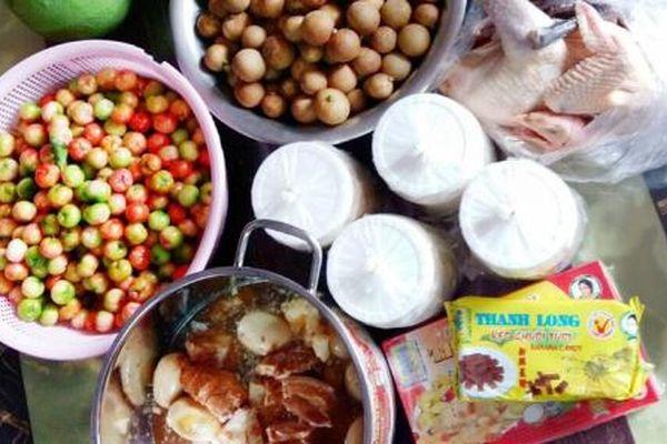 Con gái 'ăn chực bền vững', vỏ thùng thực phẩm mẹ gửi chất đầy kho