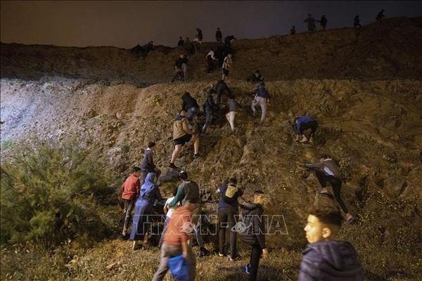 150 người tìm cách từ Maroc vào vùng lãnh thổ Melilla của Tây Ban Nha