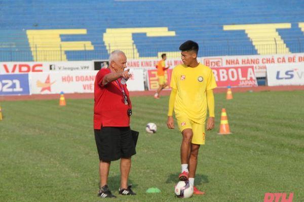 Cầu thủ Đông Á Thanh Hóa với mùa hè bóng đá sôi động