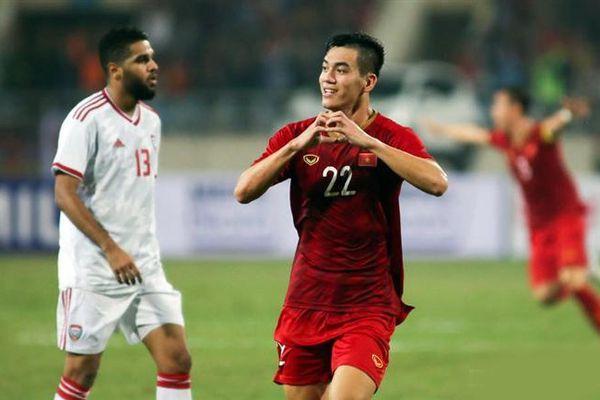 Thơ cổ vũ tuyển Việt Nam đấu UAE