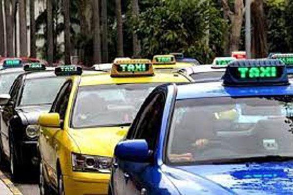Sớm giải tỏa bến taxi 'cóc' ở phố Từ Hoa
