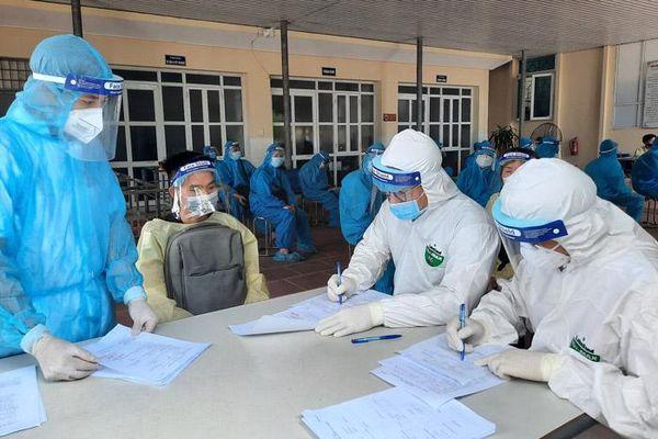 Hà Nội đón 242 công dân từ tỉnh Bắc Giang trở về bảo đảm an toàn