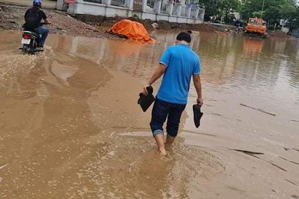 'Chuyện lạ' giữa Thủ đô: Dù đã nộp 13 tỷ đồng từ nhiều năm nay nhưng gần 1.000 cán bộ, nhân viên Bộ Y tế vẫn phải lội nước đi làm