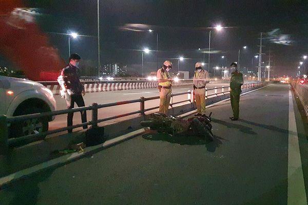 Tai nạn trên cầu Bình Lợi, một người nguy kịch