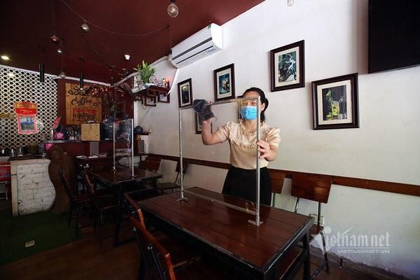 Nhà hàng, quán cà phê ở Hà Nội thấp thỏm chờ ngày bán hàng trở lại