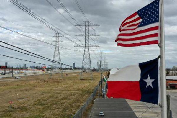 Mỹ: California và Texas cắt điện luân phiên trong cao điểm nắng nóng