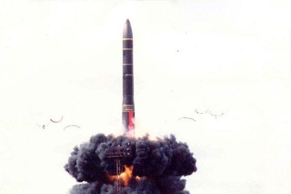 Nga đang phát triển hệ thống tên lửa 15P182 Osina-RV