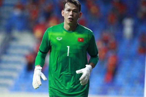 Để thủng lưới 3 bàn trước đội UAE, thủ môn Tấn Trường có động thái này, nhiều sao Việt vào vỗ về