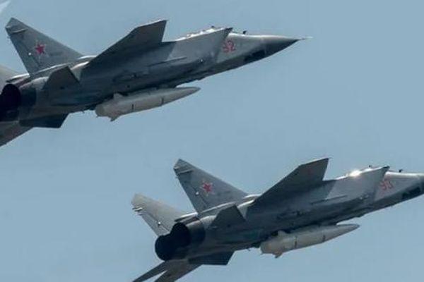 Nga điều hàng loạt 'Dao găm' Kh-47M2 Kinzhal tới biên giới phía Tây khiến NATO 'giật mình'