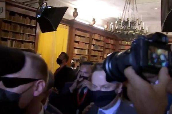 Phóng viên lộn xộn, chen lấn tại cuộc gặp Biden-Putin