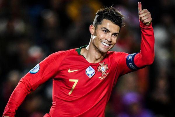Vì sao Ronaldo, Beckham mặc áo đấu dài tay?