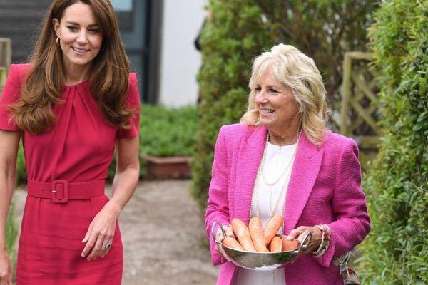Kate Middleton mặc đồ xuyệt tông hồng với phu nhân tổng thống Mỹ xinh ơi là xinh