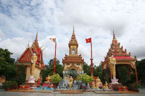 Lộng lẫy chùa Xiêm Cán