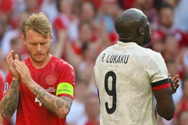 Bỉ và Đan Mạch dừng trận đấu giữa chừng vì Eriksen