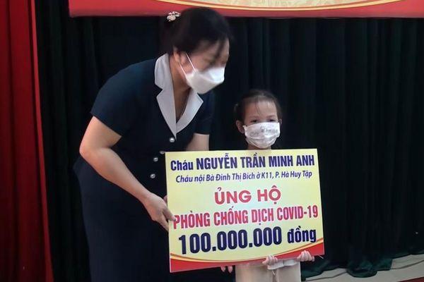 Bé gái 5 tuổi ủng hộ 100 triệu đồng cho quỹ phòng dịch Covid-19