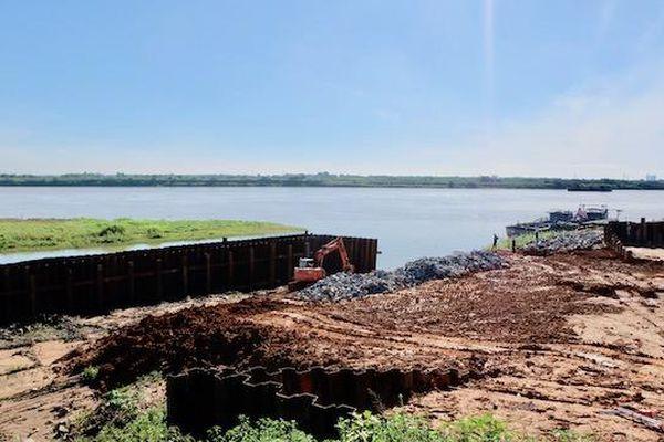Hà Nội: Bao giờ sự cố nứt đê sông Hồng mới được khắc phục?