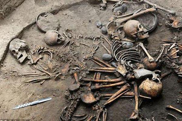 Khám phá ngôi mộ cổ tập thể có cách mai táng kỳ lạ