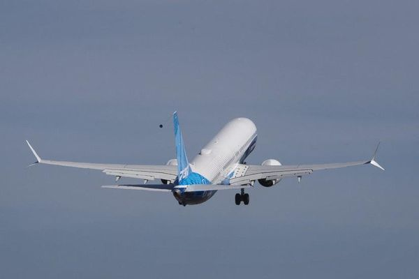 Máy bay Boeing 737 MAX 10 lần đầu cất cánh