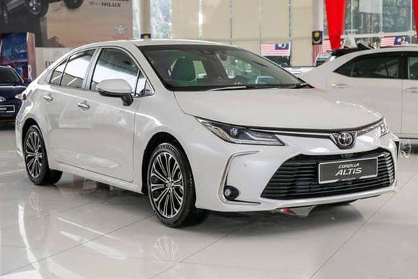 Giá lăn bánh mẫu xe Toyota Corolla Altis sau giảm giá 40 triệu đồng