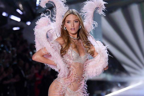 Thiên thần Victoria's Secret mang thai con đầu lòng