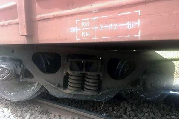 Tàu hàng trật bánh ở Bình Thuận, đường sắt Bắc - Nam tê liệt nhiều giờ