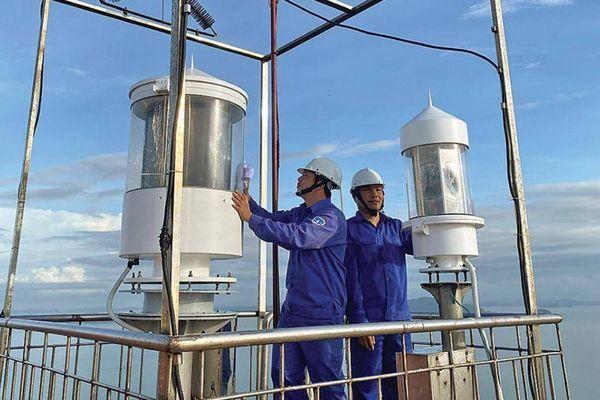 Gác đèn biển trên ốc đảo Hạ Mai