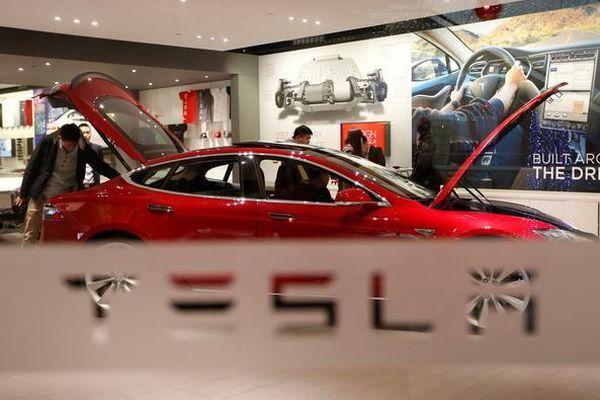 Tesla tiếp bước Subaru khi sử dụng camera trong hệ thống tự lái
