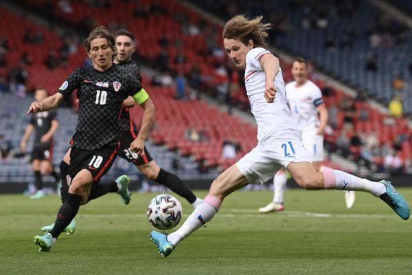 Kết quả EURO 2020: Luka Modric mờ nhạt, tuyển Croatia lâm nguy
