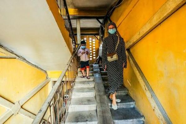CLIP: Các khu tập thể cũ 'chờ sập', phải di dân khẩn cấp trong mùa mưa bão