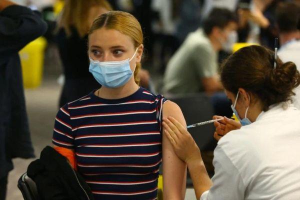 Anh: đăng ký trực tuyến để được tiêm vắc-xin phòng Covid-19