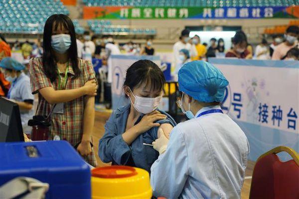 Dịch COVID-19: Trung Quốc đã tiêm chủng 1 tỷ liều vaccine