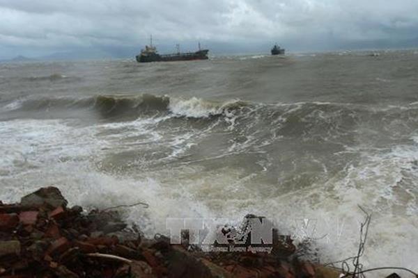 Cảnh báo mưa dông, sóng lớn trên các vùng biển phía Nam