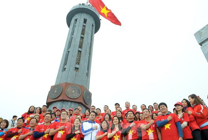 Hành trình Tôi yêu Tổ quốc lan tỏa tình yêu quê hương từ cột cờ Lũng Cú -  Báo Tiền Phong