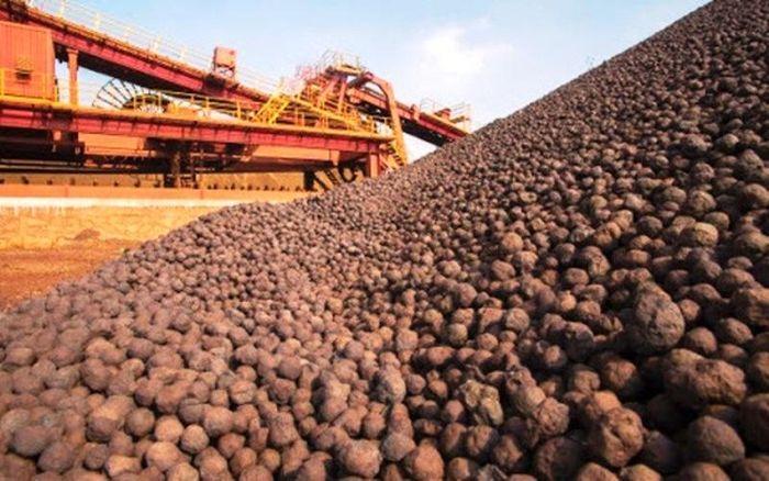 Siết chặt, ngăn tình trạng khai giá thấp, xuất lậu quặng sắt - Báo  VietnamNet