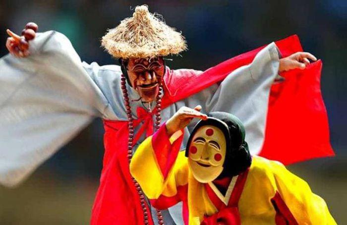 Talchum – Bí ẩn sau những chiếc mặt nạ gỗ Hàn Quốc - Pháp Luật Plus