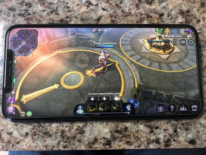 Lý do Team Flash dùng iPhone 11 Pro Max thi đấu ở Liên Quân AIC