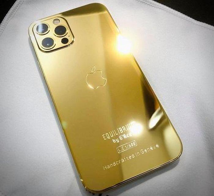 Cận cảnh phiên bản mạ vàng 18K, đính kim cương lấp lánh của iPhone 12 Pro Max