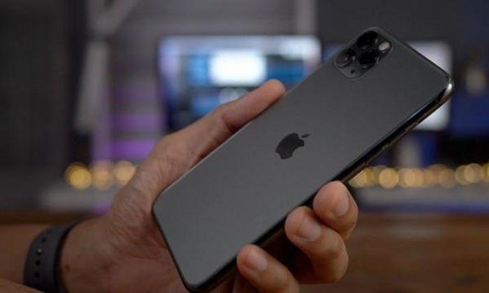 Trong khi mọi người đi mua iPhone 12, có người mua iPhone 11 giảm giá và gặp cái kết đắng