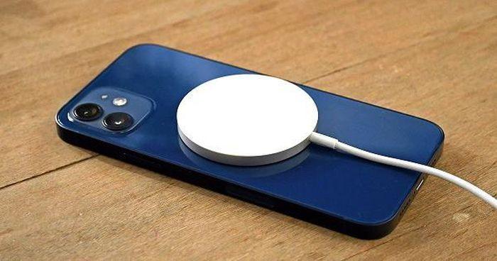 Thất vọng khi combo 'hút máu' MagSafe của Apple không hiệu quả