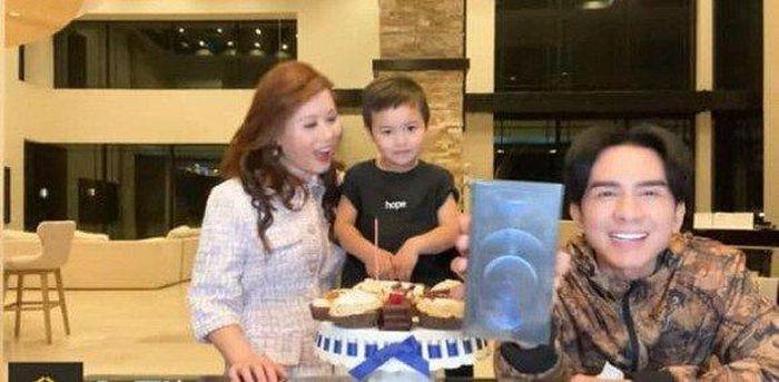 Sao Việt: Con trai Đan Trường dành tặng bố iPhone 12 mới ra mắt